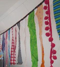 DIY Slingers zelmaken van restje kant, band, lint & stof. Bv aan de witte muur van de hal