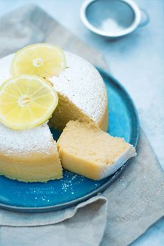 Una torta all'acqua senza grassi (senza burro, né uova né latte), sofficissima e aromatica. Ottima per colazione o merenda, ma anche come base per torte!