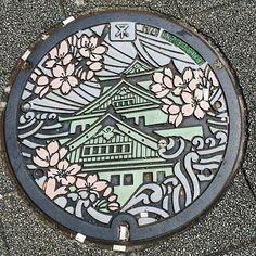 【horiken3636】さんのInstagramをピンしています。 《大阪市マンホールの蓋 着彩してあるタイプ 大阪城に桜と水路の水流を組み合わせたデザインになってます。 #マンホール蓋 #大阪市 #大阪城 #桜 #水路の水流 #日本 #着彩マンホール蓋 #manholecover #osaka #osakacastle #sakura #japan》