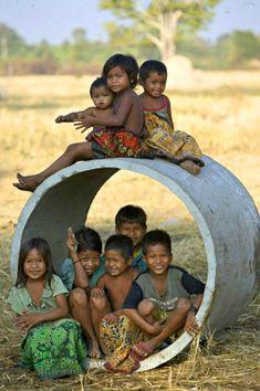 LAOS children around the world share fun Kids Around The World, We Are The World, People Around The World, Wonders Of The World, Around The Worlds, Precious Children, Beautiful Children, Children Play, Beautiful Babies