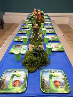 Good Dinosaur party table