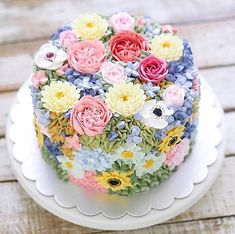 I try to eat healthy all week long but on Sundays I love to bake This is the perfect cake flowers and sugar all rolled into one dessert Thank you countrylivingmag for the beautiful inspiration Gorgeous Cakes, Pretty Cakes, Amazing Cakes, Spring Cake, Floral Cake, Occasion Cakes, Fancy Cakes, Savoury Cake, Creative Cakes