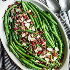 Chinese Garlic Green Beans (with video!) | Healthy Nibbles by Lisa Lin Chinese Garlic Green Beans, Chinese Long Beans, Fried Green Beans, Pork And Cabbage, Chicken Chow Mein, Green Bean Salads, Toasted Sesame Seeds, Thanksgiving Side Dishes, Bacon