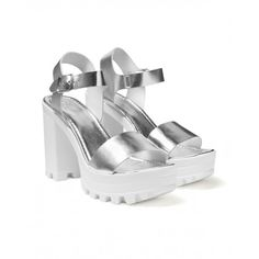 High leather sandals, with platform and lug sole. 8 cm heel. Ideal for a trendy look.