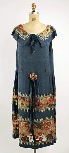 DressDate: ca. 1920 Culture: probably American Medium: silk Dimensions: [no dimensions available] Credit Line: Gift of Mrs. W. Whitewright Watson, 1939 Accession Number: C.I.39.124.26 metmuseum.org