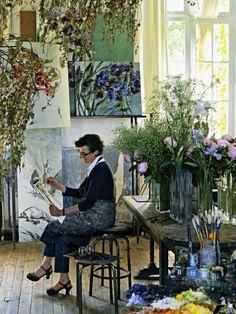 /Non lontano da Parigi un'eclettica casa-atelier-giardino.