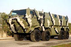 На выставке вооружений IDEX-2015, которая открылась в ОАЭ, будет представлен и специальный бронеавтомобиль КрАЗ Ураган (экспортное название Hurricane) с колесной формулой 8х8.