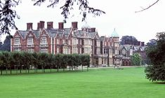 SANDRINGHAM HOUSE is part of the Sandringham estate and the private residence of the Queen. Royal Line Of Succession, Mint Green Walls, English Manor Houses, Royal Residence, Uk Images, Windsor Castle, Buckingham Palace, Elizabeth Ii, Norfolk