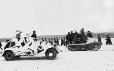 Бронеавтомобиль БА-20 и САУ ЗИС-30 20-й танковой бригады в районе Наро-Фоминска. Западный фронт. Ноябрь 1941 года.