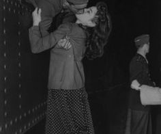 Vintage Photos Surging this Week is part of Vintage love Originally posted in 2008 From the window of a train, Private Joe Sunseri grabs a last minute kiss on March from his girl, Alma Te - Military Love, Military Spouse, Retro Stil, Vintage Love, Vintage Kiss, Vintage Romance, Vintage Couples, Vintage Black, Retro Vintage