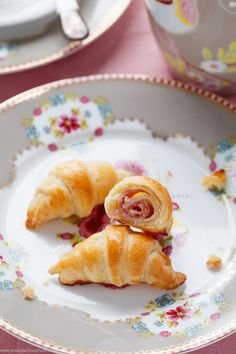 I have prepared my favorite mini croissants in hearty. Great as a snack for breakfast or brunch, but also for many ---> Vegetarian Recipes Dinner, Brunch Recipes, Snack Recipes, Food Network Recipes, Food Processor Recipes, Mini Croissants, Savoury Baking, Snacks Für Party, Food Platters