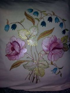 This Pin was discovered by Ner Hand Embroidery Dress, Simple Embroidery, Beaded Embroidery, Cross Stitch Embroidery, Color Mixing Chart Acrylic, Fabric Painting On Clothes, Basic Painting, Border Embroidery Designs, Beadwork Designs