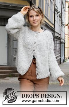 Weekend Vibe Jacket - Knitted jacket in 2 strands DROPS Melody. Piece is knitted top down with round yoke, English rib stitches on yoke and balloon sleeves. Size: S - XXXL Free knitted pattern DROPS