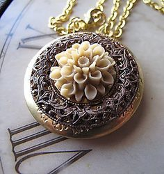 Vintage Filigree Locket by Gingeroni Jewelry