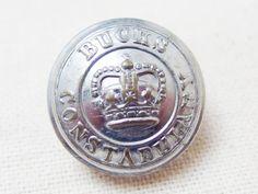 Bucks Constabularyの制服のボタンとして使われていたユニフォームボタンです。王冠マークが入ったイギリスらしいボタンです。