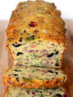 Oliven-Schinken-Käse Brot OMG, Olive, Bacon and Cheese Bread! Are you looking for a quick lunch fix at work? Or simply a good dish everyone will love at home for dinner? Serve this olive, bacon, ham and cheese quick bread w… Pain Aux Olives, Think Food, Breakfast Recipes, Breakfast Casserole, Breakfast Muffins, Breakfast Ideas, Dinner Recipes, Bacon Breakfast, Brunch Recipes
