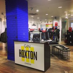 Check out this bar install for @hoxtongin set up we completed with staffing tonight for an Oxford Street in store event and discussion for the collaboration between @riverisland and @bloodbrother  #fashion #london #store #mobilebar #barhire #hire #staffing #bartender #waitress #ice #gin #hoxton #like4like #follow4follow #yellow #blue #discussion #bloodbrother #riverisland #drinks #cocktails @fevertree_uk
