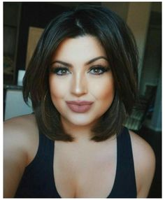 Bob Haircut For Round Face, Short Hair Styles For Round Faces, Short Hairstyles For Thick Hair, Haircut For Thick Hair, Hairstyles For Round Faces, Summer Hairstyles, Simple Hairstyles, Short Bob Round Face, Curly Short
