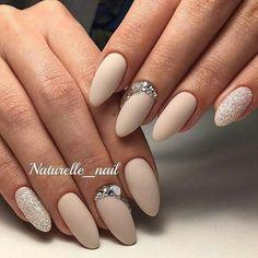 Naturelle nail