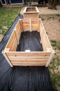 Discover recipes, home ideas, style inspiration and other ideas to try. Making Raised Garden Beds, Wooden Raised Garden Bed, Building A Raised Garden, Raised Planter, Wooden Garden Boxes, Watering Raised Garden Beds, Elevated Garden Beds, Veg Garden, Vegetable Garden Design