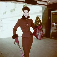 Dovima, photo by Richard Rutledge, 1951