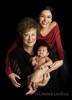 For more portrait pictures , visit Linnea's website! Studio Family Portraits, Family Portrait Poses, Family Portrait Photography, Newborn Baby Photography, Family Posing, Children Photography, Portrait Pictures, Newborn Family Pictures, Family Picture Poses