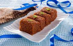 Gujarati Adadiya Ladwa Recipe - Urad Dal Halwa with Nuts & Spices Indian Desserts, Indian Sweets, Indian Food Recipes, Gujarati Recipes, Algerian Recipes, Gujarati Food, Edible Gum, Dal Recipe, India Food
