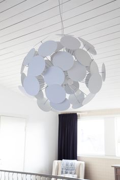 Super modern ceiling lamp from Scandinavia. Planet is an expressive white or black ceilinglamp with plates together that looks like a solar system. Scandinavian Table Lamps, Scandinavian Bathroom, Scandinavian Living, Ceiling Lamp, Ceiling Lights, Koti, Modern Ceiling, Solar System, Floor Lamp