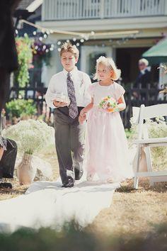 DIY vintage wedding Vintage Wedding Theme, Vintage Weddings, Nice Things, Beautiful Things, Country Beach Weddings, Wedding Bells, Wedding Ceremony, Flower Girls, Flower Girl Dresses