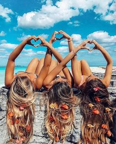 There's no one like your BFF! Check out these BFF pictures & bestie poses ideas Bff Pics, Photos Bff, Cute Friend Pictures, Friend Photos, Beach Photos, Cute Photos, Creative Beach Pictures, Bff Images, Cute Beach Pictures