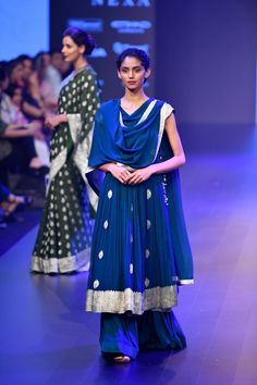 Gaurang at Lakmé Fashion Week winter/festive 2018 Indian Dress Up, Indian Attire, Indian Wear, Designer Party Wear Dresses, Indian Designer Outfits, Indian Wedding Outfits, Indian Outfits, Ethnic Outfits, Fashion Outfits