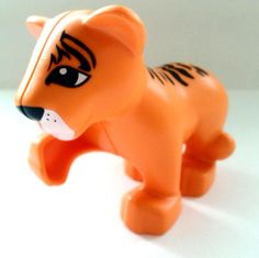 LEGO DUPLO ANIMAL Orange Tiger Cub, Raised Paw. From Town Zoo.