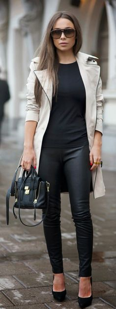 TRENCH AND LEATHER - black leather skinnies with trench and high heels black pumps / Johanna Olsson