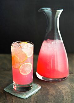 Perfect recipe to use some of my Marilyn Monroe Strawberry vodka! Moscato Pink Lemonade: frozen concentrate pink lemonade (made per directions), 1 bottle pink moscato, and as much strawberry vodka as you want! Snacks Für Party, Party Drinks, Fun Drinks, Yummy Drinks, Beverages, Cold Drinks, Alcoholic Punch, Non Alcoholic, Lavender Lemonade