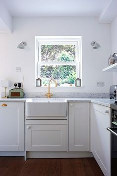 Gold Perrins & Rowe faucet in butler sink, Cararra Marble countertop in Isabel and George Blunden London renovation
