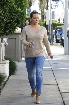 Hilary Duff Leggings - Hilary Duff Looks - StyleBistro