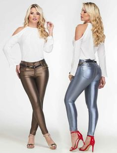 Disco Pants Outfit, Leather Pants Outfit, Leather Jeans, Leather Dresses, Shiny Leggings, Colorful Leggings, Leggings Are Not Pants, Sexy Jeans, Moda Online