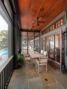 Home Decor Traditional Porch. ポーチのインテリアコーディネイト実例