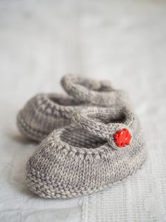 "Tiny Shoes by Ysolda Teague - Published in ""Whimsical Little Knits"" - Also available on Ravelry and on our website at: http://www.dublinbay.net/cgi-bin/commerce.cgi?preadd=action&key=7338"