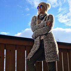 Sonne tanken bevor es morgen wieder zurück nach Wien geht... 🎿❄️☀️ . #obertauern #skiing #sun #winter #snow #blonde #girl #fashionblogger #fitnessfashionfascination #blog #fashion #style #military #jeans #fur #hat #shades #ugg #boots #glasses #boots #balcony #austria #fitness #enjoy #happylife