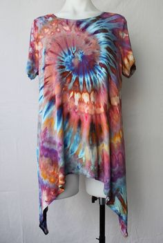 How To Tie Dye, How To Dye Fabric, Tie Dye Crafts, Tie Dye Fashion, Tie Dye Techniques, Hippie Lifestyle, Tie Dye Outfits, Ice Dyeing, Tie Dye Designs