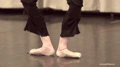 ladanseclassique:  mypointe-exactly:  justletmedance17:  ryanishka:  kuklarusskaya:  I HAD to GIF Isabella Ciaravola's magnificent feet.  WHYYY DID I HAVE TO SEE THIS  nope  aha  Can't stop looking at this.