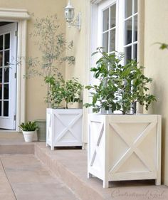 tutorial: DIY criss cross planter boxes {Centsational Girl with modified plans from Ana White} Outdoor Spaces, Indoor Outdoor, Outdoor Living, Outdoor Decor, Diy Outdoor Furniture, Diy Furniture, Office Furniture, Furniture Projects, Furniture Plans