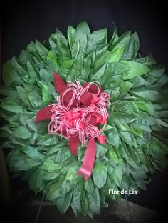 Corona con hojas de níspero