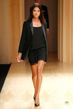 The Spanish fashion brand MANGO was the first which presented a collection during the edition of the fashion show Barcelona Mango Fashion, Work Fashion, Fashion Show, Fashion Looks, Fashion Design, Fashion Moda, Toni Garrn, Fashion Brands, Fashion Online