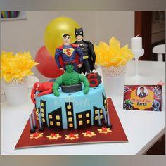 Superhereo cake. Super hereos cake. Batman cake. Superman cake. Hulk cake. Spiderman cake.