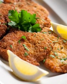 Wiener Schnitzel: Austria (Vienna) thin veal or pork escalope, coated in breadcrumbs and fried. Wiener Schnitzel, Chicken Schnitzel, Austrian Recipes, German Recipes, Austrian Food, Hungarian Recipes, Pork Recipes, Cooking Recipes, Recipies