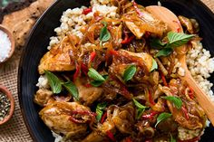 Singapore chicken - Recipes - Eat Well with Bite Asian Recipes, New Recipes, Cooking Recipes, Ethnic Recipes, Favorite Recipes, Singapore Chicken Recipe, Quick Easy Meals, Easy Dinner Recipes, Easy Dinners