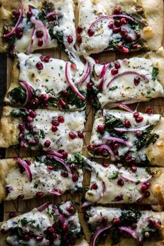 Winter Greens and Pomegranate Pizza – Climbing Grier Mountain – Kiwi Bird Bloğ Pizza Recipes, Healthy Recipes, Cake Recipes, Healthy Food, Store Bought Pizza Dough, Green Pizza, Good Food, Yummy Food, Delicious Meals