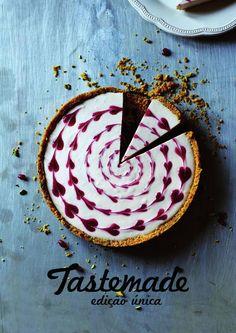 Tastemade Brasil - Edição Única.  Mini revista desenvolvida na matéria de Computação Gráfica II em Design Gráfico da Universidade do Estado de Santa Catarina | UDESC